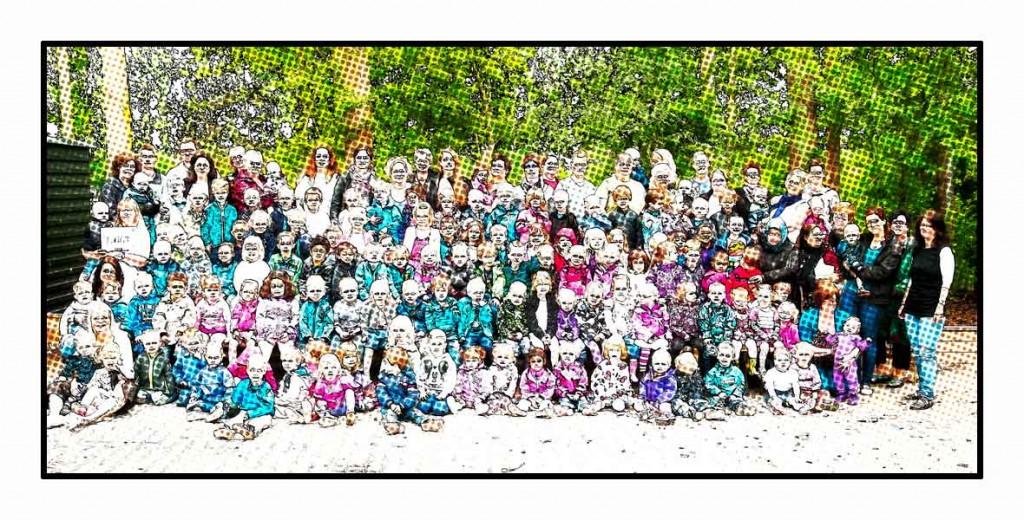 Total gruppebillede af vuggestue/børnehave